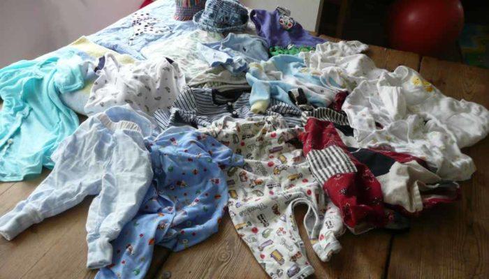 Vêtements de deux garçons à recycler sous forme de patchwork personnalisé