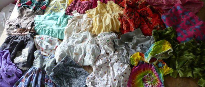 Vêtements de petite enfance à utiliser pour la création du plaid personnalisé de Shaleen