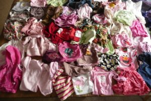LEs vêtements de petite enfance que la maman de de Sorenna a séectionné pour la fabrication de son plaid personnalisé