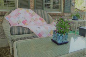 Petite couverture personnalisé tout rose, sur patio