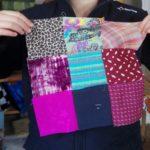 Les vêtements usés revivent pour forme de patchwork