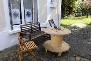 Dans le jardin chez Repatchit, les visiteurs peuvent se reposer pendant la visite (JEMA 2017). Photo : twelve-photography.fr