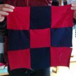 Comme ce visiteur le démontre, deux tissus différents suffisent pour faire un beau patchwork