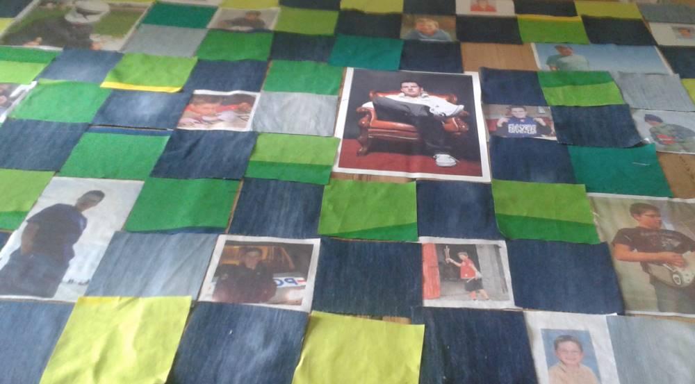 Plaid personnalisé avec des photos imprimés sur du tissu.
