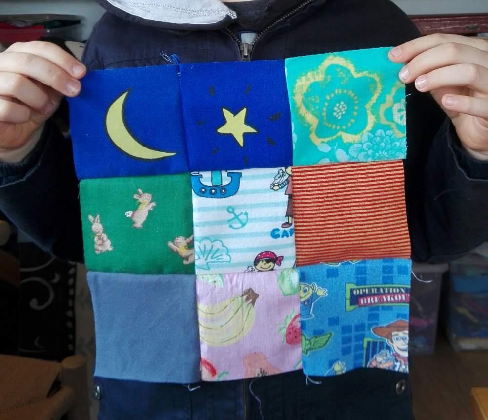 Anciens vêtements recyclés sous forme de patchwork