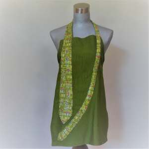 Tablier vert avec cravate vert à fleurs